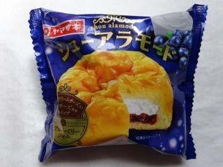 シューアラモード 十勝産クリームチーズ入りレアチーズ風味ホイップ&ブルーベリー.jpg
