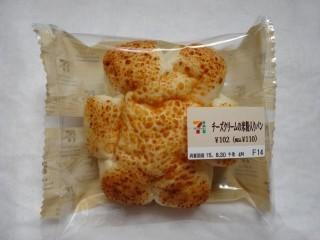 チーズクリームの米粉入りパン(セブン-イレブン).jpg