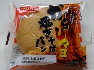 フジパン からしマヨ焼きそばパン.jpg