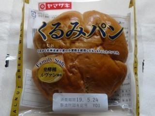 ヤマザキ くるみパン.jpg