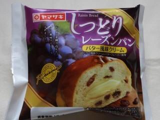 ヤマザキ しっとりレーズンパン(バター風味クリーム).jpg