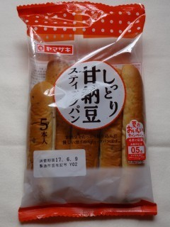 ヤマザキ しっとり甘納豆スティックパン(5本入).jpg