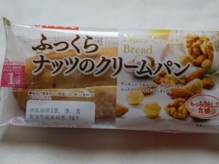 ヤマザキ ふっくらナッツのクリームパン.jpg