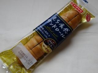 ヤマザキ もち食感サンドロール.jpg