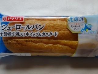 ヤマザキ シューロールパン(十勝産牛乳入りホイップ&カスタード).jpg