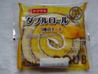 ヤマザキ ダブルロール(3種のチーズ).jpg