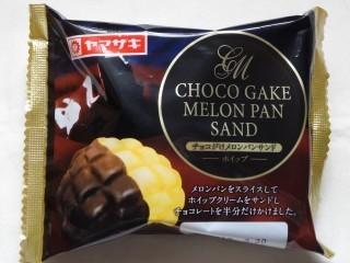 ヤマザキ チョコがけメロンパンサンド(ホイップ).jpg