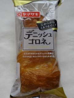 ヤマザキ デニッシュコロネ(ミルクホイップ).jpg