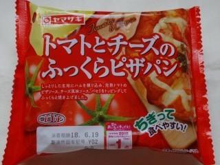 ヤマザキ トマトとチーズのふっくらピザパン.jpg