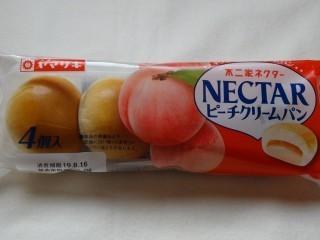 ヤマザキ ネクターピーチクリームパン(4個入).jpg