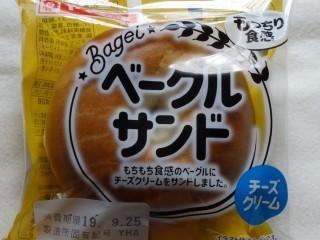 ヤマザキ ベーグルサンド(チーズクリーム).jpg