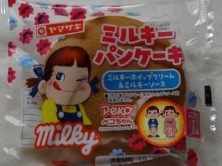 ヤマザキ ミルキーパンケーキ(ミルキーホイップクリーム&ミルキーソース).jpg