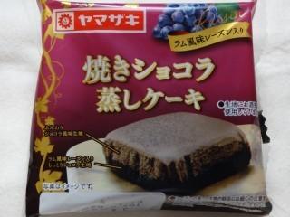 ヤマザキ 焼きショコラ蒸しケーキ(ラム風味レーズン入り).jpg