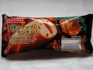 ヤマザキ 3種のナッツのフランスパン(生キャラメルクリーム).jpg