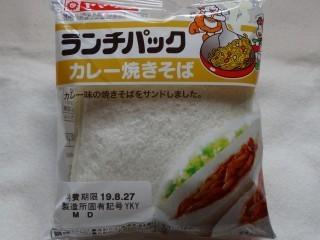 ランチパック カレー焼きそば.jpg