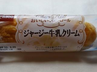 Pasco おいしいシューロール ジャージー牛乳クリーム.jpg
