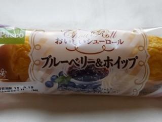 Pasco おいしいシューロール ブルーベリー&ホイップ.jpg
